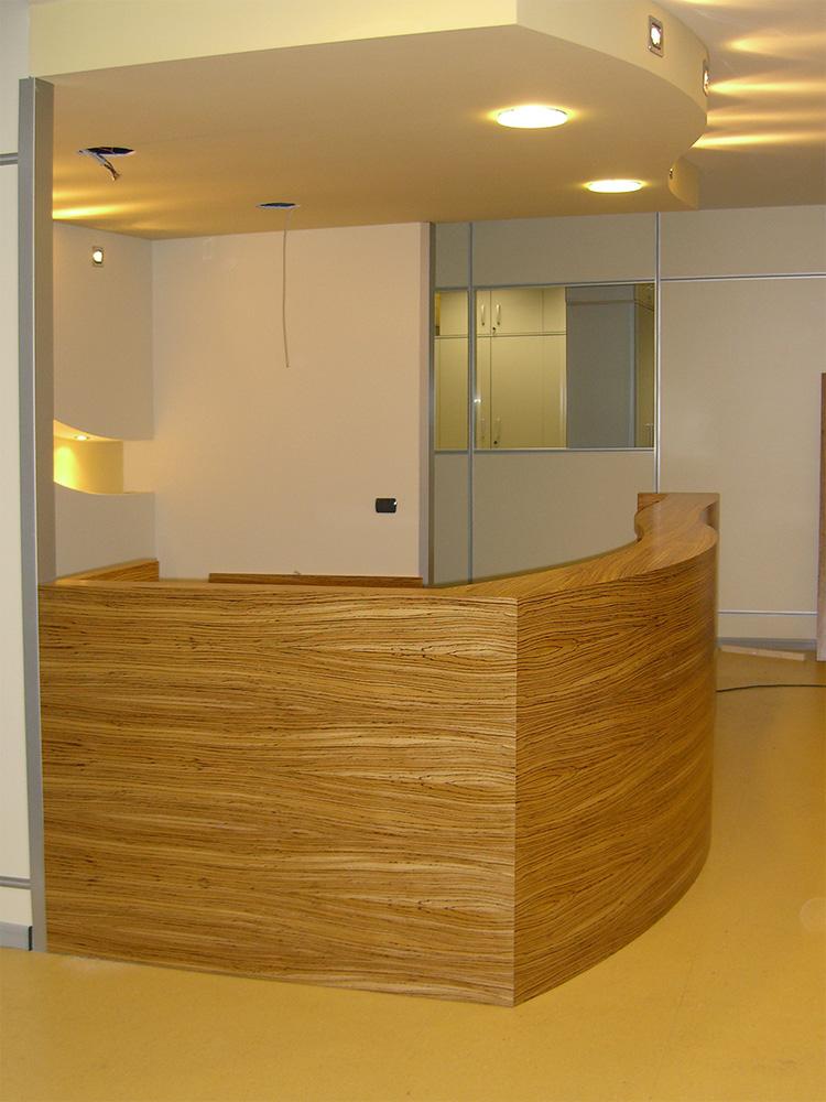 Mobili per ufficio su misura a milano david interni for Mobili per reception